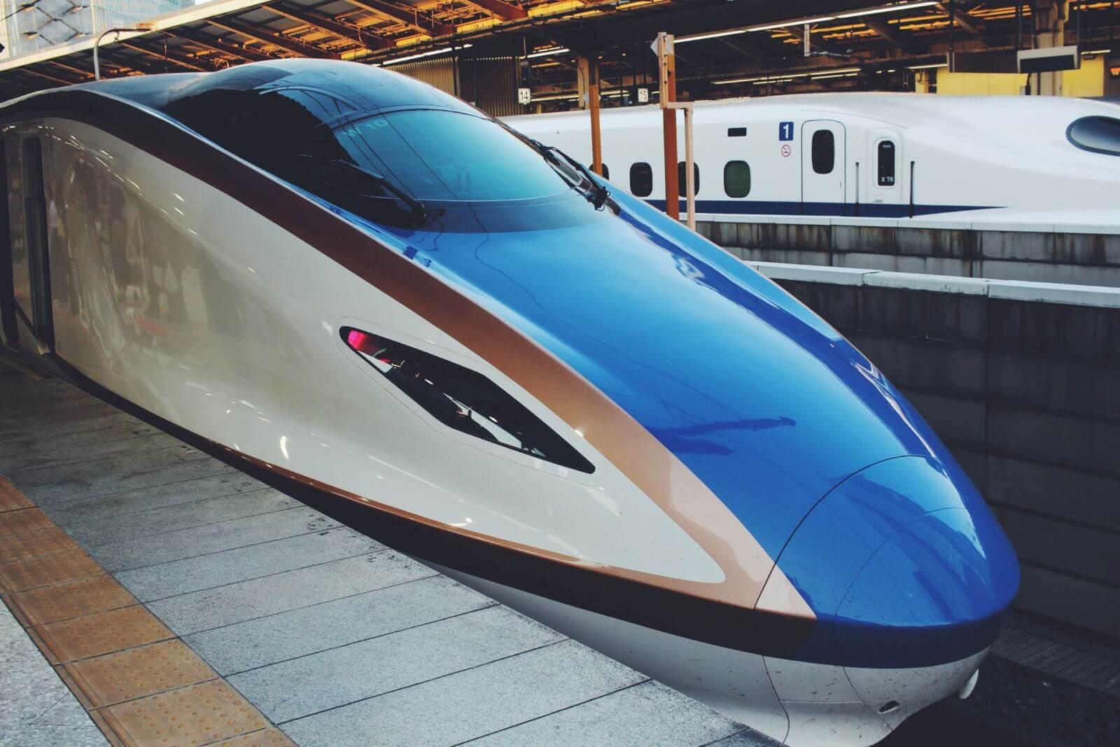 新幹線「かがやき」